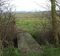 Dry Drayton footpath, a letterbox is nearby